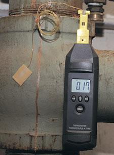 Levný ruční teploměr vybavený magnetickým úchytem | HH74K