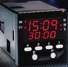 Multiprogramové průmyslové časovače s LCD displejem rozměru 1/16 DIN | Série PTC-20